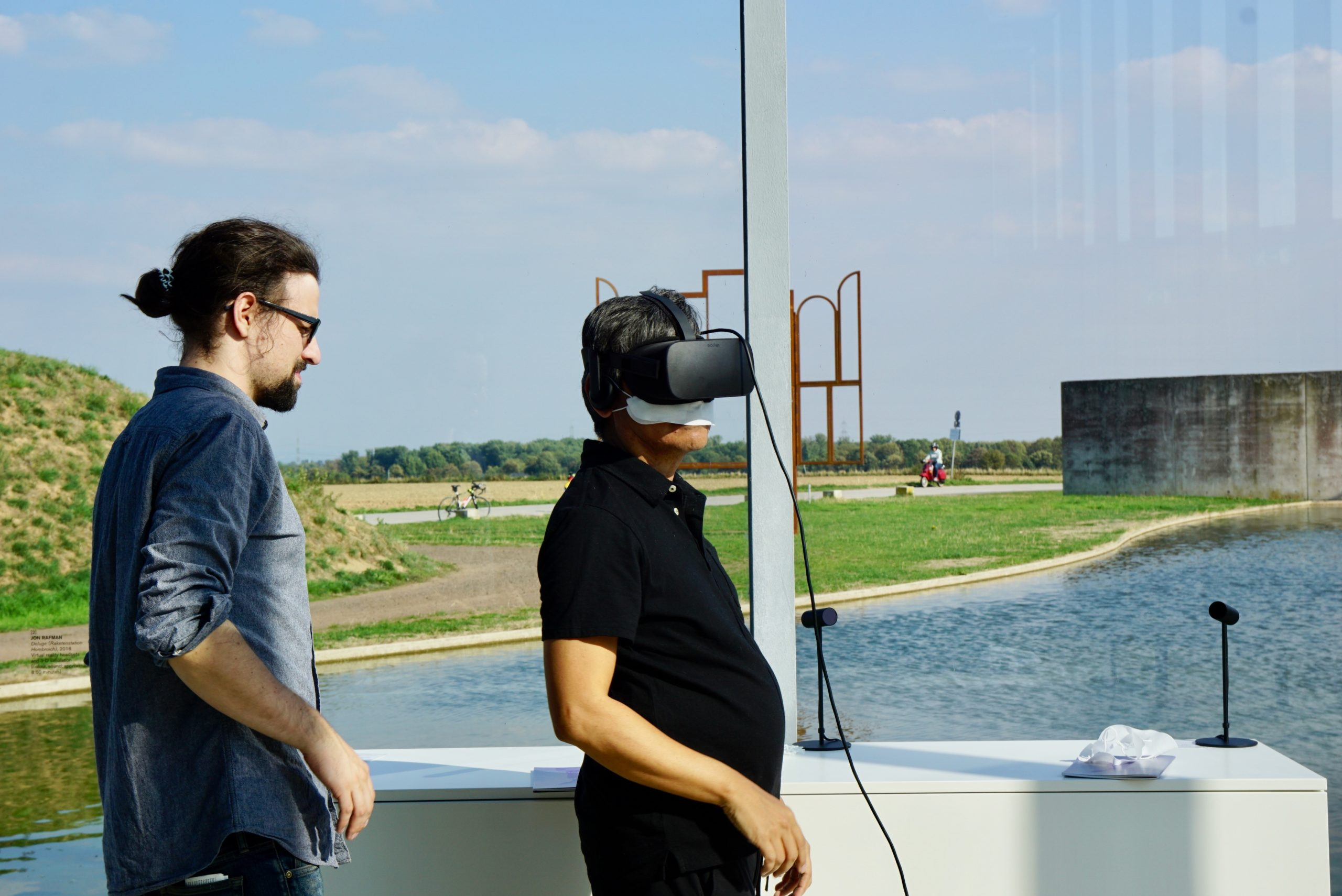 man experiencing a 360 virtual tour of a property